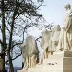 Horvay János Kossuth Lajos-emlékműve a Parlament épülete előtt, a Kossuth téren 2015. február 25-én. A süttői mészkőből készült szoborcsoportot a 2015. március 3-i ünnepélyes újraavatáson Áder János köztársasági elnök és Kövér László házelnök közösen leplezi le. MTI Fotó: Bruzák Noémi