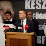Veszprém, 2015. február 22. Kész Zoltán, a baloldali pártok által támogatott független jelölt sajtótájékoztatót tart, miután megnyerte a veszprémi időközi országgyűlési képviselő-választást 2015. február 22-én. Veszprém megye 1-es számú egyéni választókerületében azért kellett időközi választást tartani, mert Navracsics Tibort, a választókerület korábbi fideszes országgyűlési képviselőjét uniós biztossá nevezték ki, ezért lemondott országgyűlési mandátumáról. MTI Fotó: Nagy Lajos