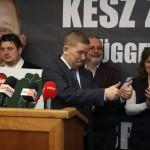 Veszprém, 2015. február 22. Kész Zoltán, a baloldali pártok által támogatott független jelölt (k) sajtótájékoztatót tart, miután megnyerte a veszprémi időközi országgyűlési képviselő-választást 2015. február 22-én. Veszprém megye 1-es számú egyéni választókerületében azért kellett időközi választást tartani, mert Navracsics Tibort, a választókerület korábbi fideszes országgyűlési képviselőjét uniós biztossá nevezték ki, ezért lemondott országgyűlési mandátumáról. MTI Fotó: Nagy Lajos