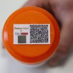 SMark (Secure Mark) biztonsági címke egy terméken egy miskolci kísérleti üzemben 2015. március 5-én. A világon eddig sehol nem alkalmazott, magyar tudósok által kifejlesztett termékazonosító technológia egy olyan biztonsági címke, amelynek használatával az eredetiség kétség nélkül azonosítható. MTI Fotó: Vajda János