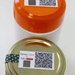 SMark (Secure Mark) biztonsági címkék termékeken egy miskolci kísérleti üzemben 2015. március 5-én. A világon eddig sehol nem alkalmazott, magyar tudósok által kifejlesztett termékazonosító technológia egy olyan biztonsági címke, amelynek használatával az eredetiség kétség nélkül azonosítható. MTI Fotó: Vajda János