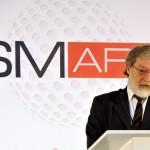 Ribárszky Tamás, a rendszer egyik feltalálója az új SMark (Secure Mark) projekt bemutatóján a Magyar Tudományos Akadémia Kodály-termében 2015. március 3-án. A világon eddig sehol nem alkalmazott, magyar tudósok által kifejlesztett termékazonosító technológia egy olyan biztonsági címke, amelynek használatával az eredetiség kétség nélkül azonosítható. MTI Fotó: Kovács Attila