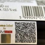 SMark biztonsági címke egy borospalackon az új SMark (Secure Mark) projekt bemutatóján a Magyar Tudományos Akadémia Kodály-termében 2015. március 3-án. A világon eddig sehol nem alkalmazott, magyar tudósok által kifejlesztett termékazonosító technológia egy olyan biztonsági címke, amelynek használatával az eredetiség kétség nélkül azonosítható. MTI Fotó: Kovács Attila
