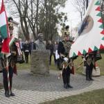 Hagyományőrző huszárok és résztvevők szavalják Petőfi Sándor Nemzeti dal című versét a nagykanizsai Kossuth téren az 1848-49-es forradalom és szabadságharc 167. évfordulóján, 2015. március 15-én. A Mi március 15-énk című kezdeményezés keretében az ország több száz településén szavalták el egy időben a Nemzeti dalt. MTI Fotó: Varga György