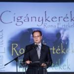 Hoppál Péter kultúráért felelős államtitkár a Cigánykerék fesztivál gálaestjén, amelyet a nemzetközi roma nap alkalmából tartottak a Magyarság Házában 2015. április 8-án. MTI Fotó: Szigetváry Zsolt