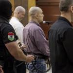 A vádlottak a romák sérelmére elkövetett sorozatgyilkosságok másodfokú büntetőperén a Fővárosi Ítélőtáblán 2015. április 15-én, az első tárgyalási napon. MTI Fotó: Szigetváry Zsolt