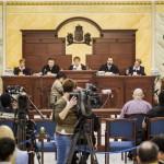 A romák sérelmére elkövetett sorozatgyilkosságok másodfokú büntetőpere a Fővárosi Ítélőtáblán 2015. április 15-én, az első tárgyalási napon. Szemben Máziné Szepesi Erzsébet bíró, tanácselnök (k). MTI Fotó: Szigetváry Zsolt