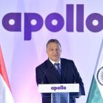 Orbán Viktor miniszterelnök beszédet  mond az indiai Apollo Tyres mintegy 146 milliárd forintos befektetéssel megépülő gumigyárának alapkőletételén a Heves megyei Gyöngyöshalászon 2015. április 10-én. Az Apollo első európai zöldmezős beruházásaként megépülő gyárban a tervek szerint naponta 16 ezer személyautóhoz, és 3000 haszongépjárműhöz gyártanak majd abroncsokat 2017 elejétől az - Oroszországot és Törökországot is magában foglaló - európai piac számára. MTI Fotó: Koszticsák Szilárd