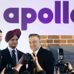 Orbán Viktor miniszterelnök (j), valamint Onkar S. Kanwar, a társaság elnöke (k) és Neeraj Kanwar alelnök (b) az indiai Apollo Tyres mintegy 146 milliárd forintos befektetéssel megépülő gumigyárának alapkőletételén a Heves megyei Gyöngyöshalászon 2015. április 10-én. Az Apollo első európai zöldmezős beruházásaként megépülő gyárban a tervek szerint naponta 16 ezer személyautóhoz, és 3000 haszongépjárműhöz gyártanak majd abroncsokat 2017 elejétől az - Oroszországot és Törökországot is magában foglaló - európai piac számára. MTI Fotó: Koszticsák Szilárd