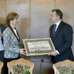 Az Ukrajnában jószolgálati látogatáson tartózkodó Herczegh Anita, Áder János köztársasági elnök felesége és Lemberg megye kormányzója, Oleh Szinyutka találkozója Lembergben 2015. április 22-én. MTI Fotó: Máthé Zoltán