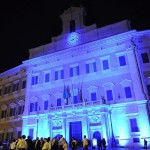 Kék színnel világították meg az olasz parlament épületét az autizmus világnapja alkalmából Rómában 2015. április elsején. Az ENSZ kezdeményezésére 2008 óta április másodika az autizmus világnapja. (MTI/EPA/Giorgio Onorati)