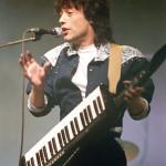 Fenyő Miklós a Modern Hungáriából a Sky Channel angol televízióállomás által rögzített közös nagy sikerű koncerten a Petőfi Csarnokban 1987. március 7-én, mely három külföldi és négy magyar együttesnek biztosított lehetőséget a nemzetközi bemutatkozásra. MTI Fotó: Kleb Attila