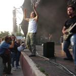 John Petrucci (j) gitározik az amerikai Dream Theater progresszív metál együttes koncertjén a Petőfi Csarnok szabadtéri színpadán 2005. június 14-én. Mellette James LaBrie énekes. MTI Fotó: Nándorfi Máté