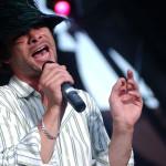 Jay Kay, a brit Jamiroquai együttes énekese szórakoztatja a közönséget a Petőfi Csarnok szabadtéri színpadán Budapesten 2005. június 20-án. MTI Fotó: Nándorfi Máté