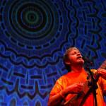A 2005. szeptember 7-én készült felvételen Jon Anderson brit rockénekes koncertet ad a Petőfi Csarnok színpadán. MTI Fotó: Nándorfi Máté