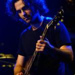 Dweezil Zappa, Frank Zappa amerikai  rockzenész, gitáros, énekes, zeneszerző fia gitározik a Petőfi Csarnokban 2006. május 24-én este. MTI Fotó: Nándorfi Máté