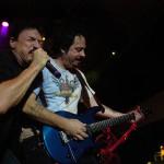 Steve Lukather, a Toto együttes gitáros-énekese (j) és Bobby Kimball énekes koncertezik 2006. augusztus 19-én este a Petőfi Csarnok szabadtéri színpadán. MTI Fotó: Kollányi Péter