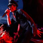 Scott Weiland a Velvet Revolver együttes frontembere énekel az együttes koncertjén, a Petőfi Csarnokban 2005. június 22-én este. MTI Fotó: Kollányi Péter