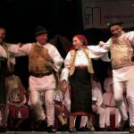 A Petőfi Csarnokban 2001. február 18-án rendezték meg a már hagyományos Csángó Fesztivált, amelynek célja a moldvai és gyimesi csángók zenéjének, táncának és lakodalmi népszokásainak bemutatása volt. MTI Fotó: Koszticsák Szilárd