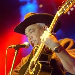 Eliades Ochoa, a Buena Vista Social Club együttes volt tagja hangversenyt adott a Petőfi Csarnokban 2002. június 25-én. MTI Fotó: Sándor Katalin