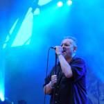Paksi Endre énekes szórakoztatja a közönséget az Ossian heavy metal együttes 25 éves jubileumi, lemezbemutató koncertjén, a Petőfi Csarnok szabadtéri színpadán 2011. május 21-én. MTI Fotó: Soós Lajos