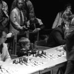 Anatolij Karpov (j) ex-világbajnok, az aktív sakk jelenlegi világbajnoka sakkszimultánt játszik a Petőfi Csarnokban a Moszkvai Napok Budapesten rendezvénysorozat alkalmából 1989. április 4-én. A Liget SE rendezésében lezajlott esemény nevezési díja 1000 forint volt, a befolyt összeget a Szól a szív - vak gyerekeket támogató alapítvány javára ajánlották fel. MTI Fotó: Rózsahegyi Tibor