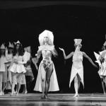 Király Tamás divattervező különleges kreációit mutatják be manökenek az Animal's dreams, Állatok álmai címmel rendezett divatbemutatón a Petőfi Csarnokban 1987. július 31-én. MTI Fotó: Kleb Attila