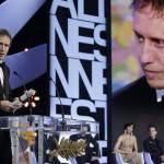 Nemes Jeles László magyar filmrendező köszönőbeszédet mond kezében a zsűri Nagydíjával a 68. Cannes-i Nemzetközi Filmfesztivál díjkiosztó ünnepségén Cannes-ban 2015. május 24-én. Nemes Jeles László a Saul fia című filmjéért részesült az elismerésben. (MTI/AP/Lionel Cironneau)