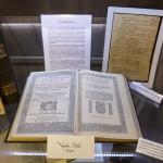 Az 1590-ben kiadott Károli-Biblia a Vizsoly eljött hozzánk - magyar bibliatörténeti kiállítás megnyitóján a Duna-házban, az erdélyi Torockón, a második Duna-napon 2015. június 6-án. MTI Fotó: Koszticsák Szilárd