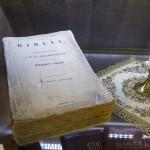 Az 1875-ben kiadott Károli-Biblia a Vizsoly eljött hozzánk - magyar bibliatörténeti kiállítás megnyitóján a Duna-házban, az erdélyi Torockón, a második Duna-napon 2015. június 6-án. MTI Fotó: Koszticsák Szilárd