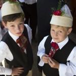 Gyerekek népviseletben a második Duna-nap megnyitóján, az erdélyi Torockón 2015. június 6-án. MTI Fotó: Koszticsák Szilárd