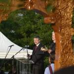 Kövér László, az Országgyűlés elnöke beszédet mond a Történelmi Magyarország Emlékpark avatóünnepségén Kétpón 2015. június 7-én. Mellette a Szent Korona másolata. MTI Fotó: Mészáros János