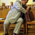 Kiss Ernő nyugalmazott rendőr dandártábornok az ellene folytatólagosan, vesztegetést állítva elkövetett befolyással üzérkedés miatt indult büntetőper tárgyalásán a Fővárosi Törvényszék tárgyalótermében 2015. július 10-én. Az ügyész letöltendő börtönbüntetést, pénzbüntetést, továbbá vagyonelkobzást indítványozott az vádbeszédében, a védő ugyanakkor bűncselekmény hiányában történő felmentést kért Kiss Ernőre. MTI Fotó: Kovács Attila