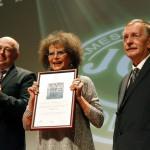 Claudia Cardinale színésznő, a 12. Jameson CineFest Miskolci Nemzetközi Filmfesztivál életműdíjasa, Kriza Ákos polgármester (b) és Bíró Tibor fesztiváligazgató a fesztivál megnyitóünnepségén 2015. szeptember 11-én. MTI Fotó: Vajda János