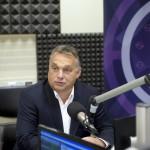 Orbán Viktor miniszterelnök a Magyar Rádió stúdiójában, ahol interjút ad a Kossuth Rádió 180 perc című műsorában 2015. október 2-án. MTI Fotó: Koszticsák Szilárd