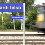 Zamárdi, 2015. június 17. Egy V 43-as villanymozdony vontatta gyorsvonat érkezik Zamárdi felsőre 2015. június 16-án. A napokban adták át a Lepsény és Szántód-Kőröshegy közötti korszerűsített vasúti vonalszakaszt. MTI Fotó: Máthé Zoltán