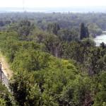 Siófok, 2015. június 17. Egy V 43-as villanymozdony vontatta személyvonat halad Szabadisóstó és Balatonvilágos között 2015. június 16-án. A napokban adták át a Lepsény és Szántód-Kőröshegy közötti korszerűsített vasúti vonalszakaszt. MTI Fotó: Máthé Zoltán