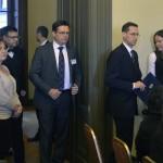 Varga Mihály nemzetgazdasági miniszter (j2) és Lőcsei Tamás, a PwC Magyarország cégtársa (j3) érkezik a PwC (Pricewaterhouse Coopers) könyvvizsgáló és üzleti tanácsadó cég régiós konferenciájára, a Magyar Tudományos Akadémián 2015. november 19-én, ahol a közép- és kelet-európai országok áfacsalás-elleni közös fellépési lehetőségeit vitatják meg nemzetközi és hazai szakértők. MTI Fotó: Máthé Zoltán