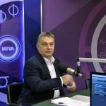 Orbán Viktor miniszterelnök a Magyar Rádió stúdiójában, mielőtt interjút ad a Kossuth Rádió 180 perc című műsorában 2015. november 20-án. MTI Fotó: Máthé Zoltán