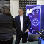Orbán Viktor miniszterelnök érkezik a Magyar Rádió stúdiójába, ahol interjút ad a Kossuth Rádió 180 perc című műsorában 2015. november 20-án. MTI Fotó: Máthé Zoltán