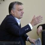 Orbán Viktor miniszterelnök, mielőtt interjút ad a Kossuth Rádió 180 perc című műsorában a Magyar Rádió stúdiójában 2015. november 20-án.  MTI Fotó: Máthé Zoltán