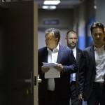 Orbán Viktor miniszterelnök (b) érkezik a Magyar Rádió stúdiójához, ahol interjút ad a Kossuth Rádió 180 perc című műsorában 2015. november 20-án. Jobbra Havasi Bertalan, a Miniszterelnöki Sajtóiroda vezetője. MTI Fotó: Máthé Zoltán