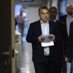 Orbán Viktor miniszterelnök érkezik a Magyar Rádió stúdiójához, ahol interjút ad a Kossuth Rádió 180 perc című műsorában 2015. november 20-án. MTI Fotó: Máthé Zoltán