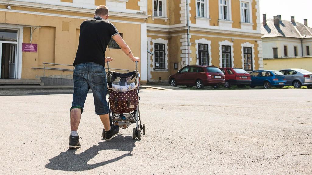 Az egy generációval fiatalabb apáknak is érdemes lehetőséget adni.