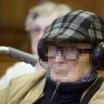 Biszku Béla, a volt pártállami diktatúra belügyminisztere az ellene felbujtóként több ember sérelmére elkövetett szándékos emberöléssel megvalósított háborús bűntett és más bűncselekmények miatt indult büntetőper tárgyalásán a Fővárosi Törvényszék tárgyalótermében 2015. december 17-én. A bíróság a megismételt eljárásban két év, három évre felfüggesztett börtönbüntetésre ítélte Biszku Bélát, mindazonáltal felmentette a vádlottat az 1956 decemberében a budapesti Nyugati téren, illetve a Salgótarjánban történt, összesen 49 halálos áldozatot követelő sortüzekkel összefüggésben az aljas indokból, több ember sérelmére felbujtóként elkövetett háborús bűntett vádja alól. MTI Fotó: Koszticsák Szilárd