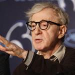 A többszörös Oscar-díjas amerikai rendező a You will meet a tall dark stranger című filmje fotózásán vesz részt a 63. Cannes-i Nemzetközi Filmfesztiválon 2010. május 15-én. Az alkotást a filmes seregszemle versenyprogramján kívül mutatták be. (MTI/EPA/GUILLAUME HORCAJUELO)