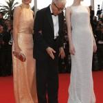 Parker Posey amerikai színésznő, Woody Allen amerikai rendező és Emma Stone amerikai színésznő (b-j) az Irrational Man című filmjük bemutatóján a 68. Cannes-i Nemzetközi Filmfesztiválon 2015. május 15-én. (MTI/EPA/Ian Langsdon)