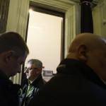 Nyakó István MSZP-s politikus, volt országgyűlési képviselő Budapesten, a Nemzeti Választási Iroda épületében 2016. február 23-án. A párt újra megpróbálja benyújtani a Nemzeti Választási Irodánál a vasárnapi zárva tartásról szóló népszavazási kérdését, miután a Kúria ma dönt arról, átengedi-e az előtte fekvő, a hasonló ügyben benyújtott népszavazási kérdést. Mellette egy csoport tagjai, amely szintén beadvány benyújtására készül. MTI Fotó: Balogh Zoltán
