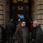 Lukács Zoltán, a Magyar Szocialista Párt alelnöke (j2) és Nyakó István volt MSZP-s országgyűlési képviselő Budapesten, a Nemzeti Választási Iroda épülete előtt 2016. február 23-án. A párt újra megpróbálja benyújtani a Nemzeti Választási Irodánál a vasárnapi zárva tartásról szóló népszavazási kérdését, miután a Kúria ma dönt arról, átengedi-e az előtte fekvő, a vasárnapi zárva tartásról szóló népszavazási kérdést. A bejáratnál egy másik csoport, amely szintén beadvány benyújtására készül. MTI Fotó: Szigetváry Zsolt
