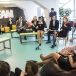 Colleen Bell amerikai nagykövet (jobbról) egy beszélgetésen vesz részt a Ustream Hungary Kft. Lányok napja elnevezésű rendezvényén az internetes videoközvetítés-szolgáltató budapesti fejlesztői központjában 2016. április 28-án.<br /> MTI Fotó: Mohai Balázs
